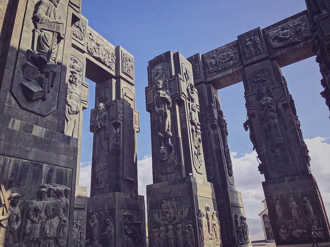 Достопримечательности Грузии монумент История Грузии