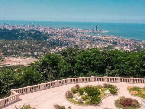 Ботанический сад Батуми и церковь Самеба