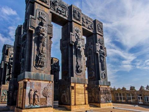 Тбилиси и мемориал «История Грузии»