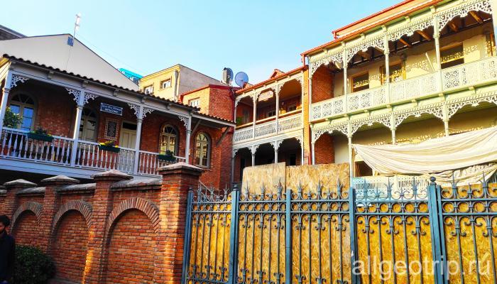 Резные балконы Тбилиси