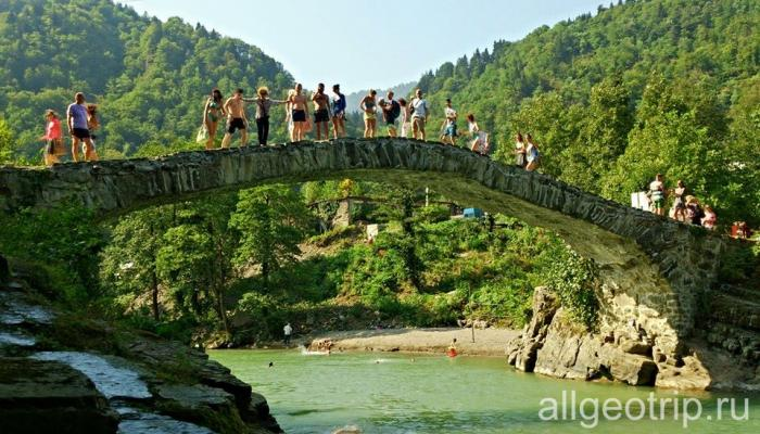 Мост в Махунцети